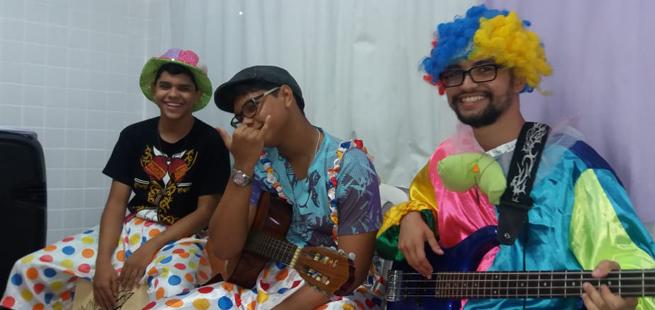 Teatro, gincana e alegria em encontro para crianças em Maceió