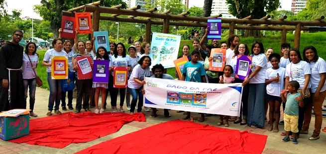 Grupo de whatsapp protagoniza Oficina do Dado da Paz em Salvador