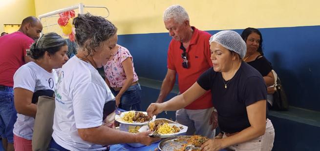 Em Jequitinhonha, a comunidade do Focolare trabalhou na cozinha para encontro dos Vicentinos