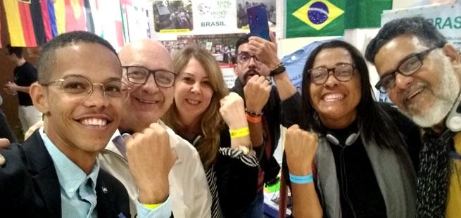 Brasileiros são condecorados Embaixadores da Paz